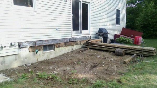 Дом и разобранное крыльцо