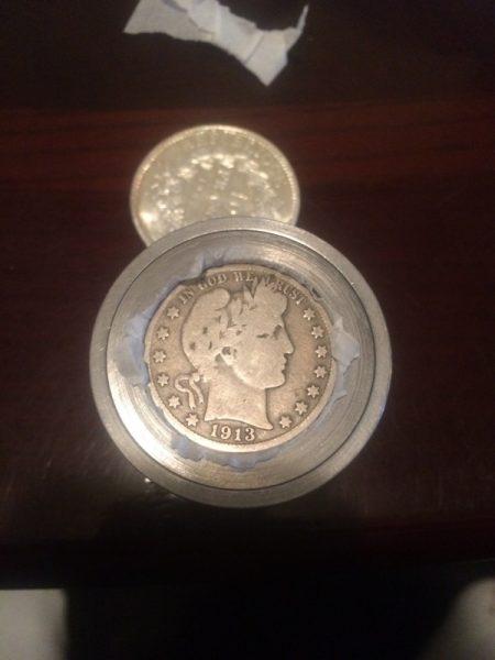 Монета установлена в пуансон