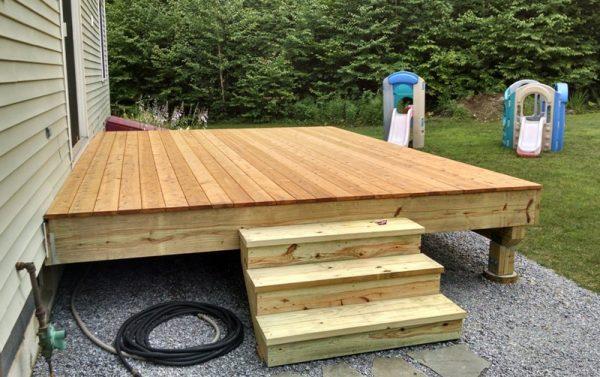 Опалубка крыльца и деревянная лестница