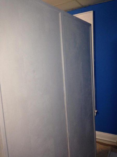 Шкаф без ручек белого цвета