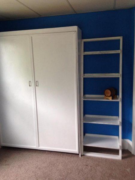 Шкаф кровать и полка