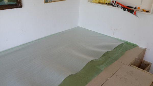 На полу подложка под ламинат