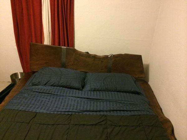 Кровать в сборе с матрасом, общий вид