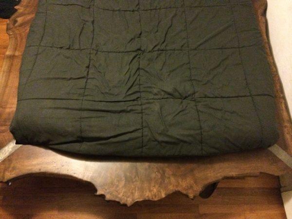 Кровать со стороны ного