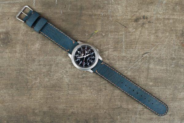 Часы с новым кожаным ремешком