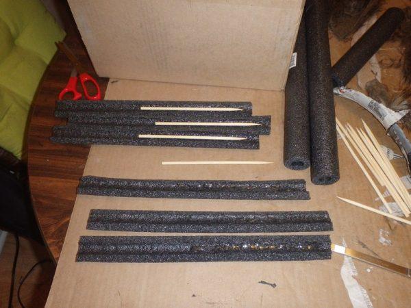 Трубки из серого поролона