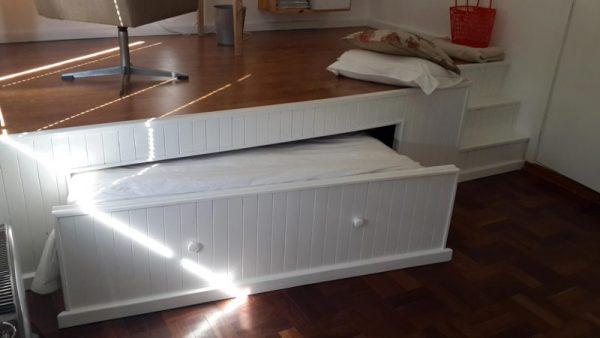 Выдвинутая кровать, вид от окна
