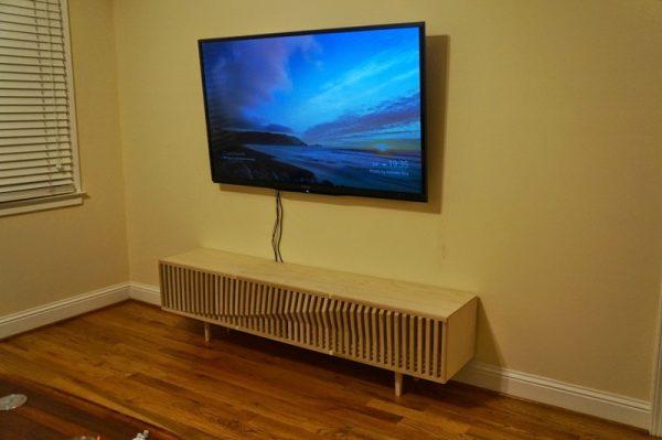Подставка и телевизор, вид сбоку