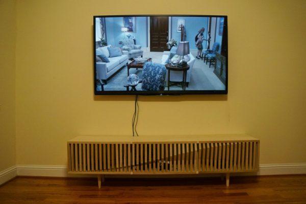 Подставка и телевизор крупным планом
