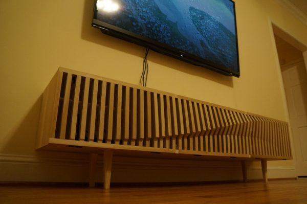 Деревянная подставка под телевизор, вид снизу