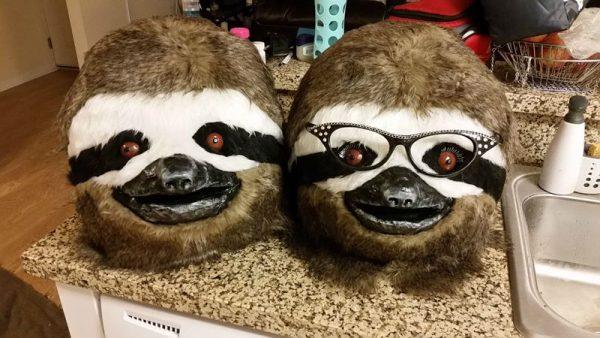 Готовые две маски ленивцев