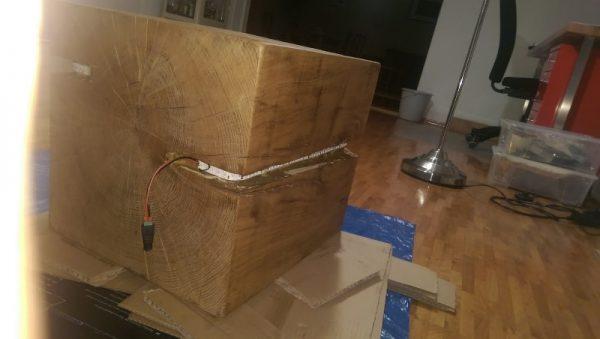Деревянный куб с LED-полосой