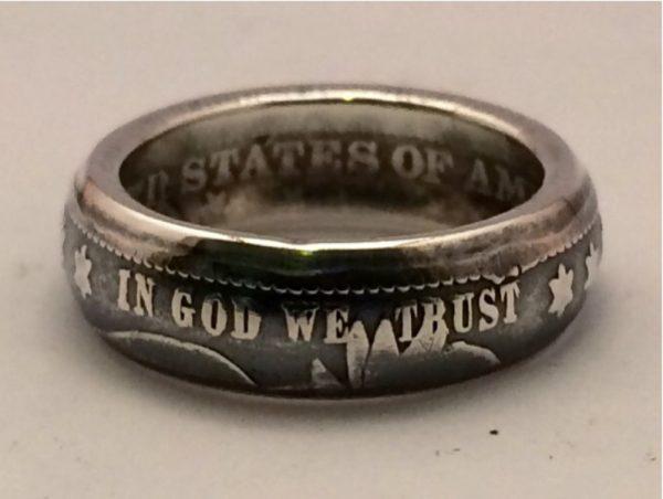 Кольцо из монеты Barber Quarter, крупным планом