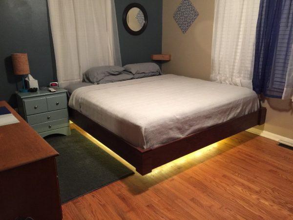Кровать с подсветкой в спальне